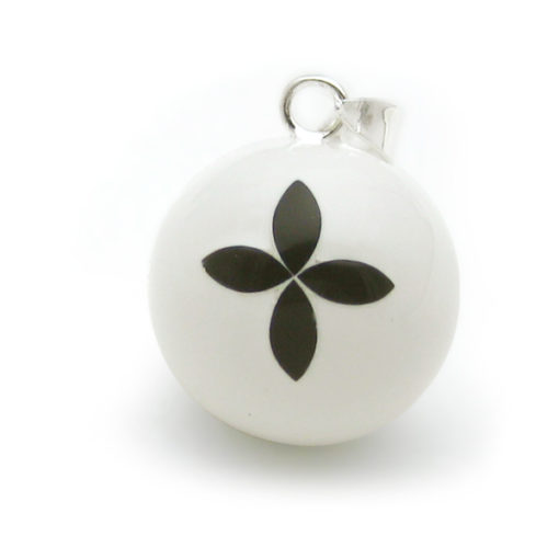 geemailleerde bola wit bloem
